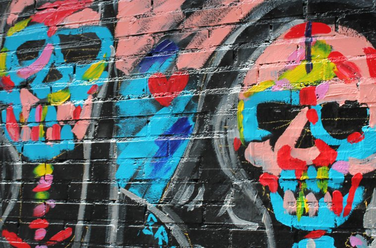 New-york-natalia-geldart-bridge-art-skulls-graffiti-portada