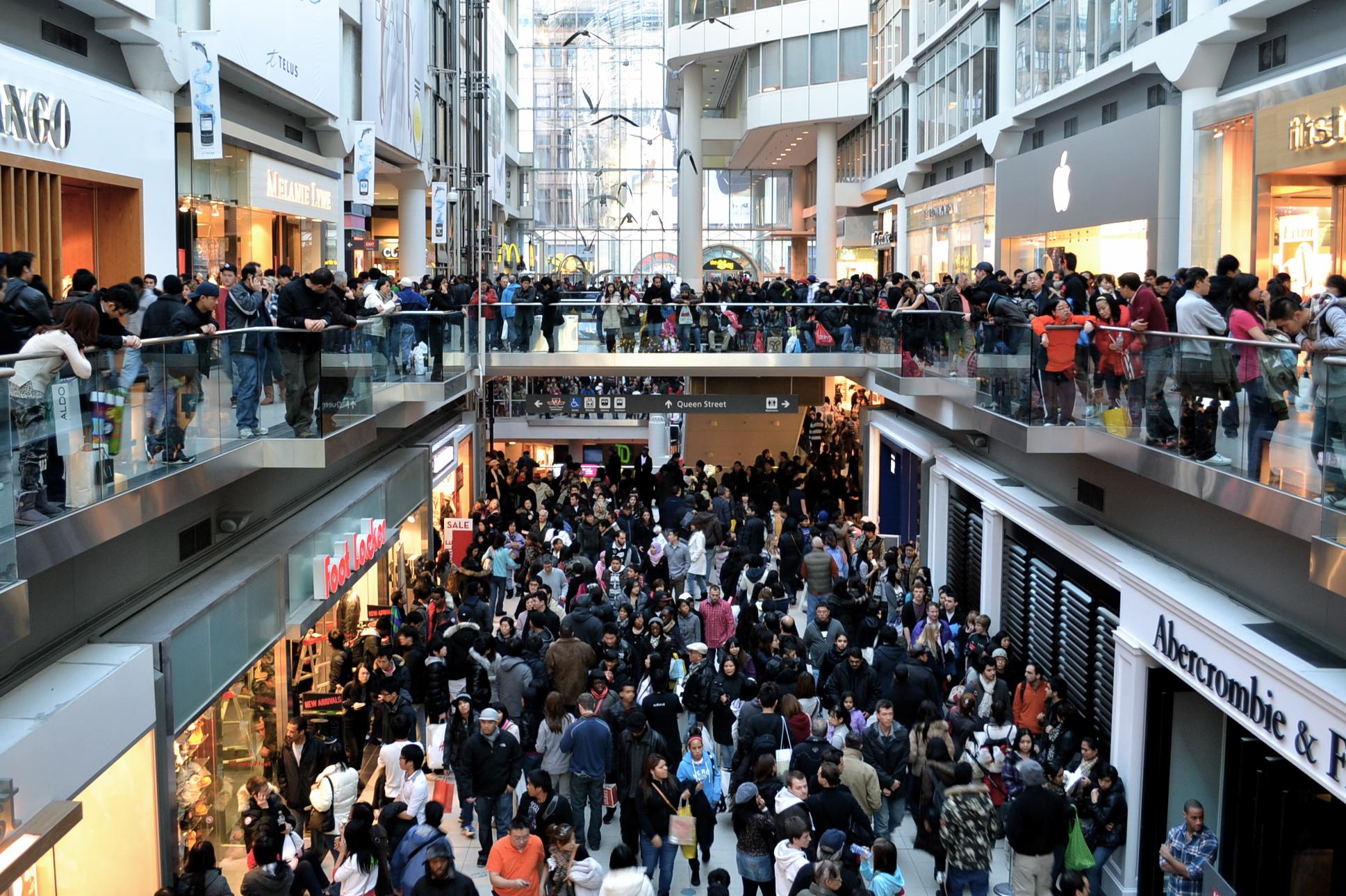 centro-comercial-lleno