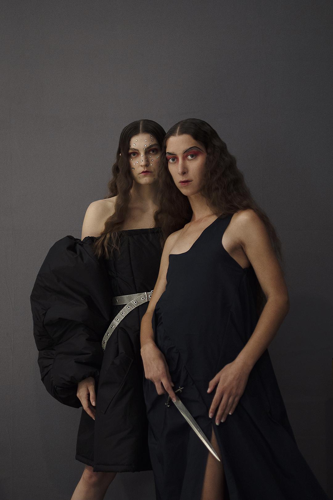 Alessandra Ching y Yosephine antes de desfilar para Peter Sposito.