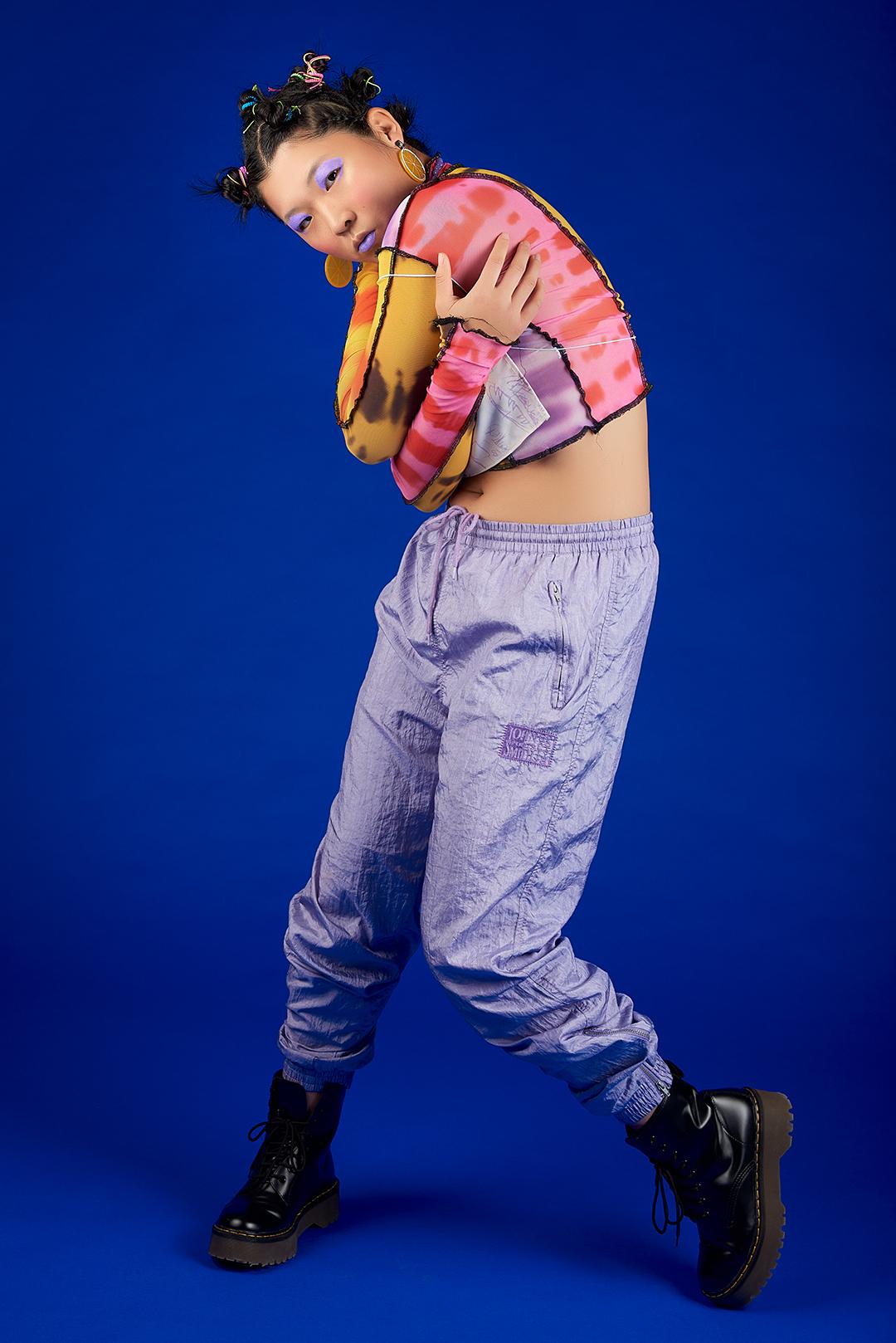 camiseta ASAI / top TINA PALAZON / pantalones JOHN SMITH / botas DR. MARTENS / accesorios ALIEXPRESS
