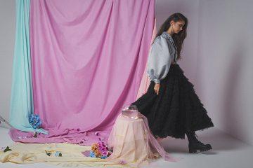 Torera REVELIGION / falda CRISTINA GARCÍA / zapatos BERSHKA