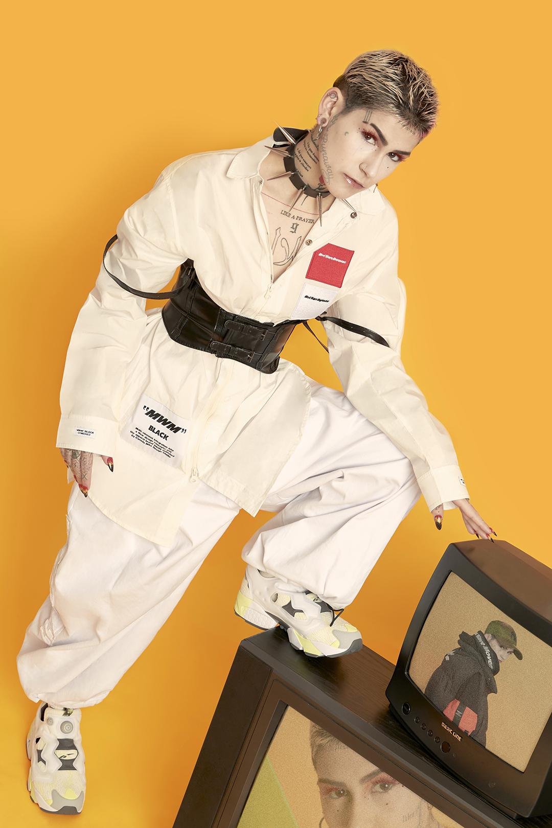 Camisa y pantalones MOD WAVE MOVEMENT / choker y corset DOLLSKILL / zapatillas REEBOK